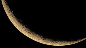 Luna creciente- 04-10-2014 Telescopio C11HD; F:10; Cámara Canon 1100D; 1 vídeo de 60¨; Procesado: AutoStakkert y Registax.