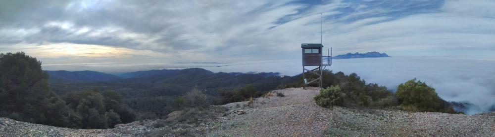 panoramica-montserrat-serra-de-lobac-entre-niebla_stitch